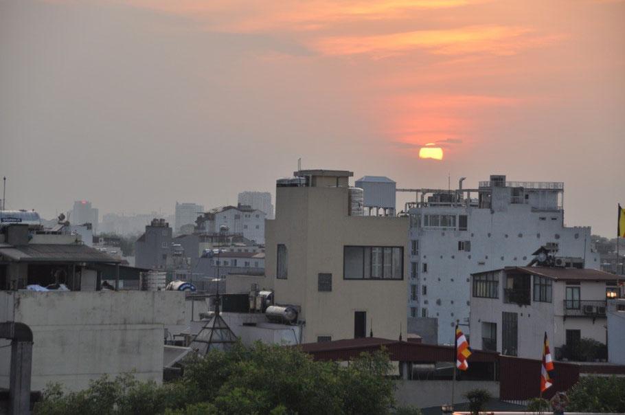 Sonnenuntergang über Hanoi