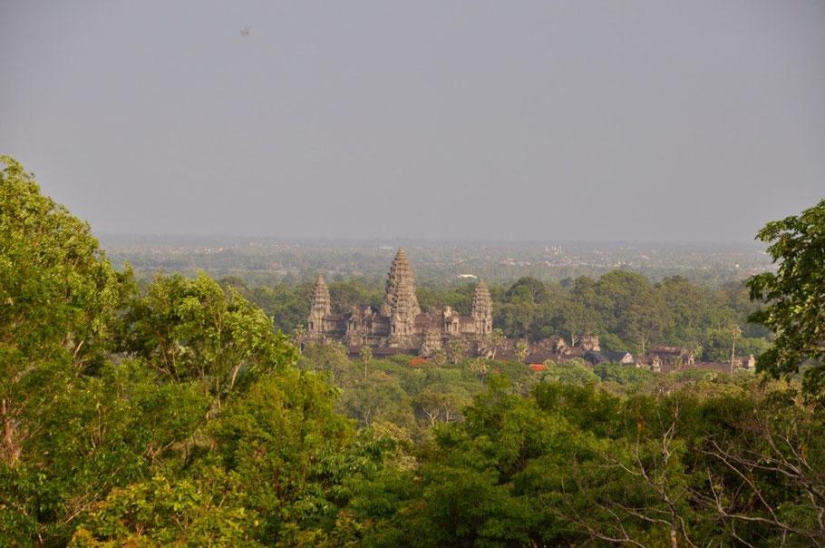Blick von Phnom Bakheng auf Angkor Wat