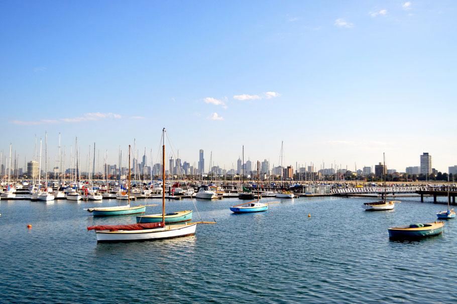 Blick vom St.Kilda Pier auf Melbournes Skyline