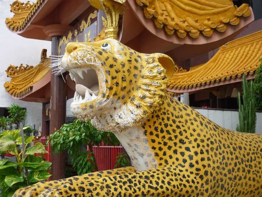 Tempel mit Leopard - Singapur