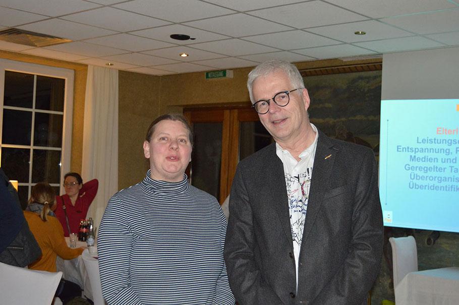 Die 2. Vorsitzende Beate Tienken bedankte sich bei Professor Dr. Petersen für den informativen Vortrag.