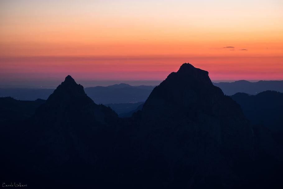 Kleiner Mythen und grosser Mythen im Morgenrot, Fronalpstock