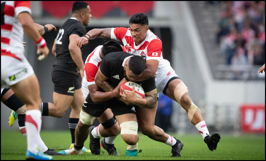 Timothy Lafaele (right) had two tries for Japan - Sachiyo Karamatsu, Inside Sport: Japan, Nov 3, 2018