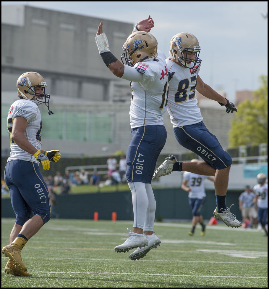 Woolsey (center) and WR Mizuno (right) hooked up on three third downs - Chris Pfaff, Inside Sport: Japan, June 4, 2017