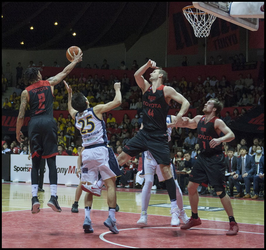 Diante Garrett (left) led Tokyo with a game-high 28 points — Chris Pfaff, Inside Sport: Japan, May 3, 2017