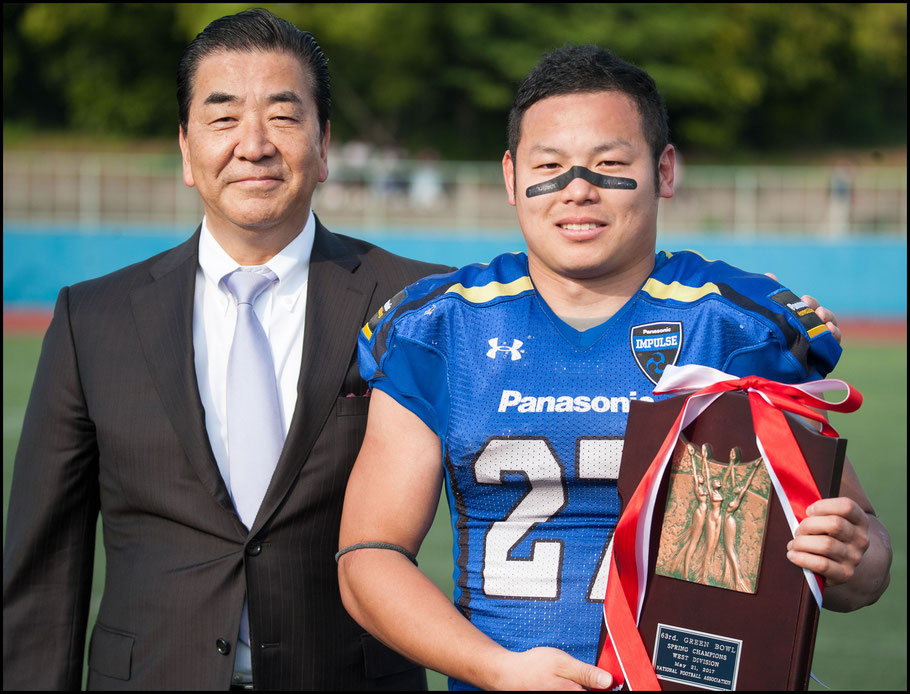 Impulse Captain Atsushi Tsuji receives the Green Bowl plaque — Lionel Piguet, Inside Sport: Japan, May 21, 2017