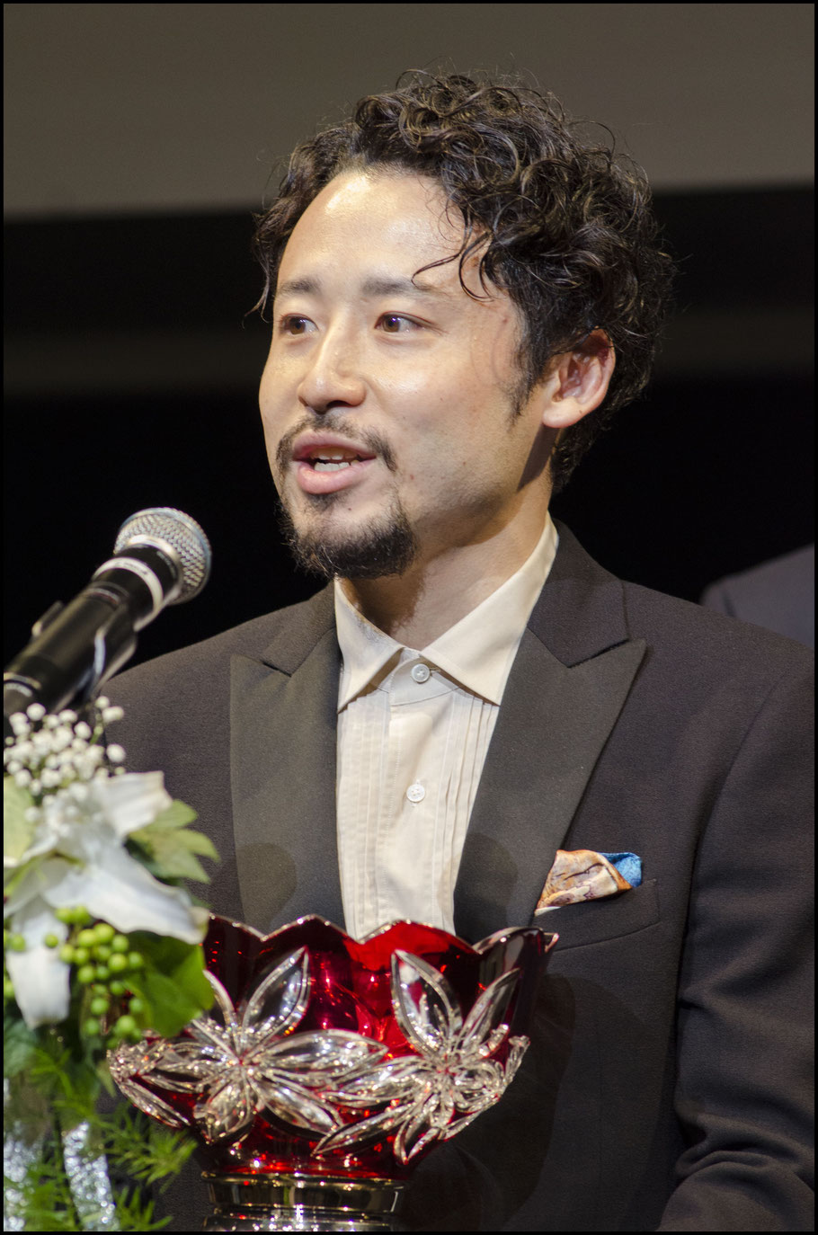 Yuta Tabuse accepted an award given to champions Tochigi Brex  - Chris Pfaff, Inside Sport: Japan, May 30, 2017