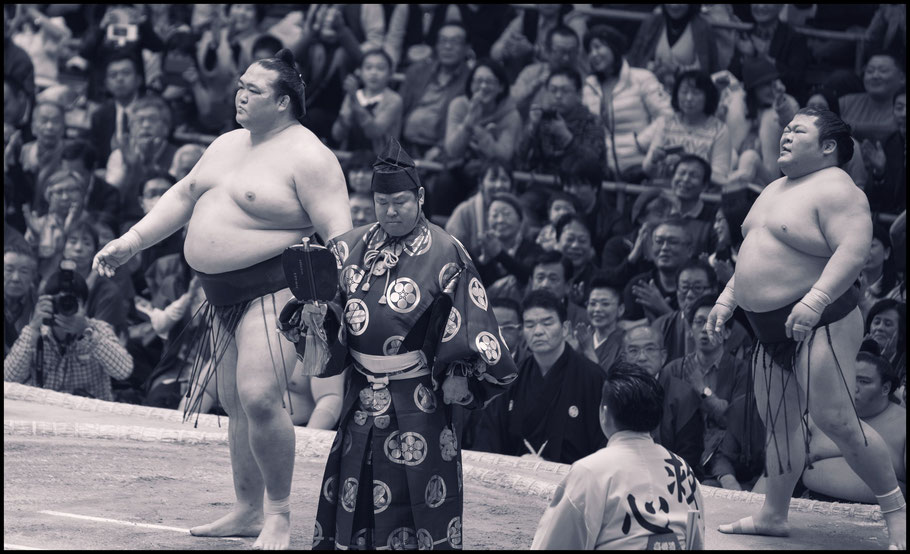 Kisenosato started a run of 12 straight wins with a day one victory over Takekaze — John Gunning, Inside Sport: Japan, March 12th, 2017