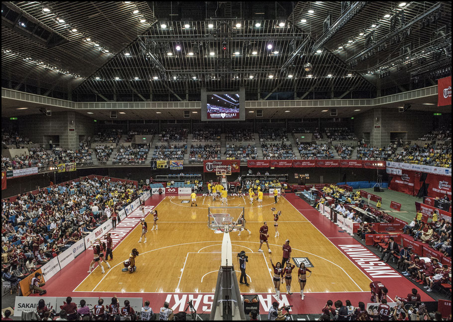 A packed Todoroki Arena saw another hotly contested game - Chris Pfaff, Inside Sport: Japan, May 6, 2017