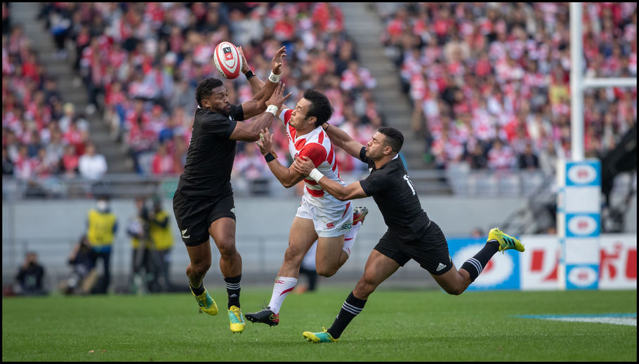 Flyhalf Richie Mo'unga (right) controlled the game for New Zealand - Sachiyo Karamatsu, Inside Sport: Japan, Nov 3, 2018