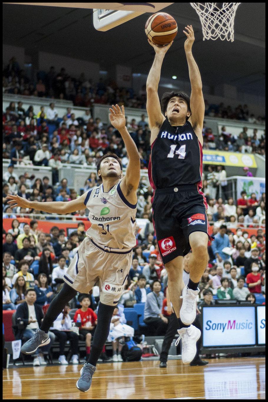 Osaka Evessa's Takuya Hashimoto scored 14 points against Ryukyu Golden Kings — Lionel Piguet, Inside Sport: Japan, April 23, 2017