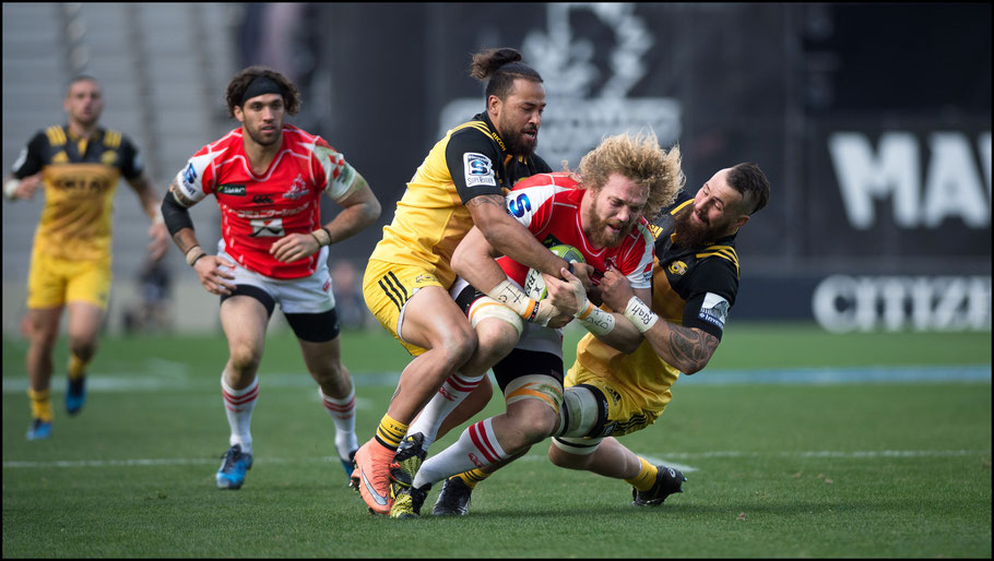 Wille Britz in action against the Hurricanes — John Gunning, Inside Sport: Japan, Feb 26, 2017