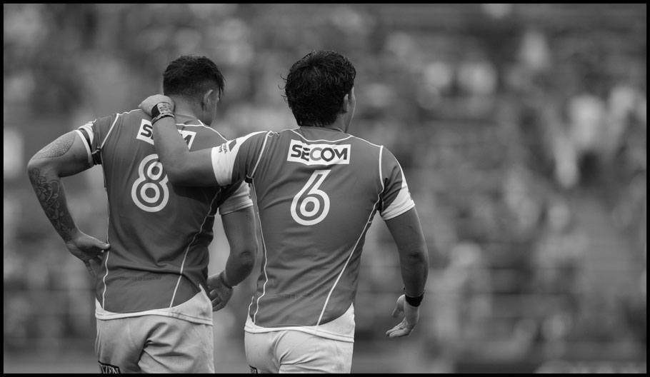 Rahboni Warren-Vosayaco and Yoshitaka Tokunaga after the Sunwolves first win of the season — John Gunning, Inside Sport: Japan, April 8, 2017