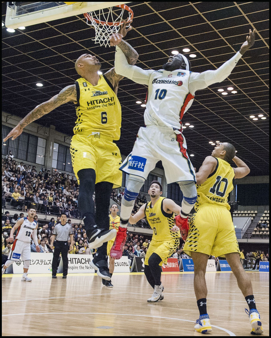 Sunrockers' Sacre in action against Yokohama B-Corsairs Faye Pape Mour — Chris Pfaff, Inside Sport: Japan, April 9, 2017