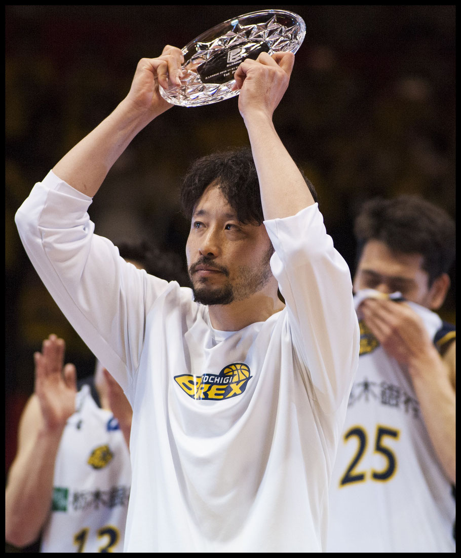 Brex guard Yuta Tabuse celebrates his team's conference title — Chris Pfaff, Inside Sport: Japan, May 5, 2017