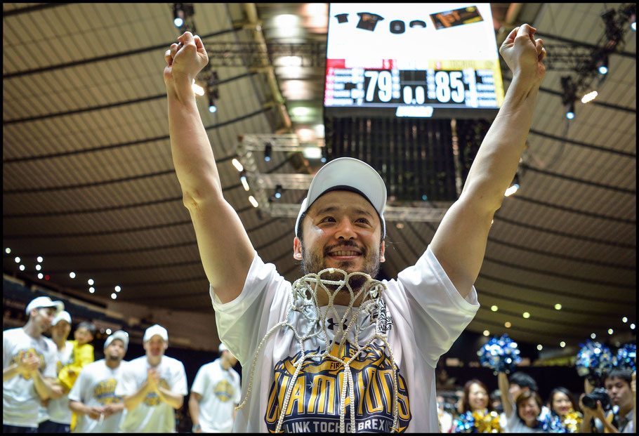 Veteran Yuta Tabuse celebrates the championship victory - Takuhei Minami, Inside Sport: Japan, May 27, 2017