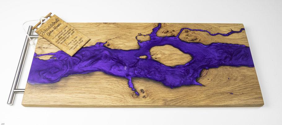 Eichenbrett in Lichtenberg Technik und Epoxidharz in violett mit modernem Edelstahlgriff wood burning oder Chacuteriebrett Wurstbrett Käsebrett
