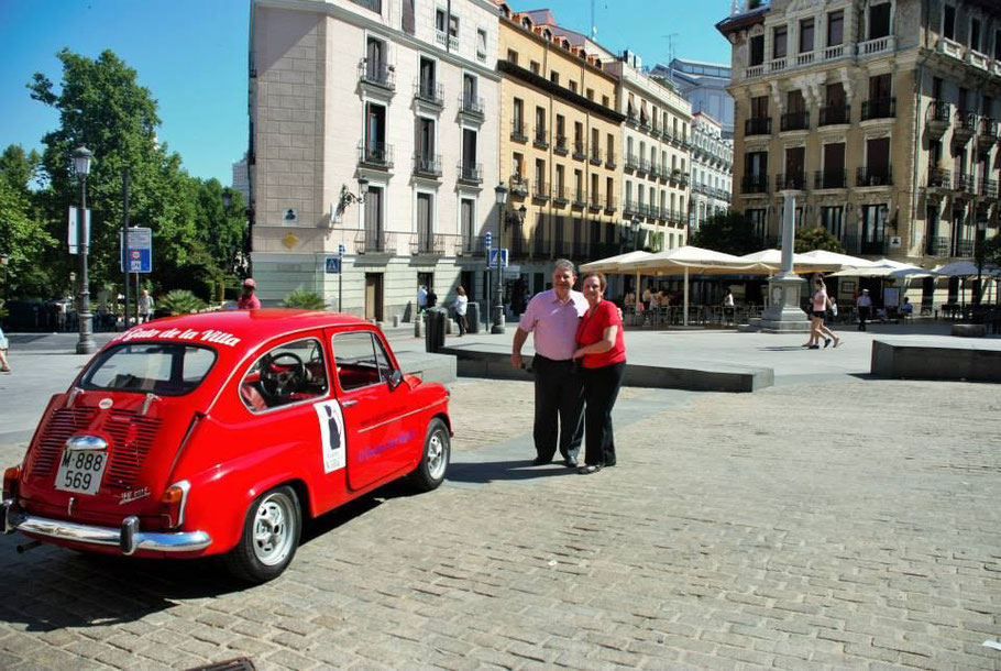 Plaza de Ramales, donde yace el pintor Velázquez. Tours privados por Madrid en Seat 600