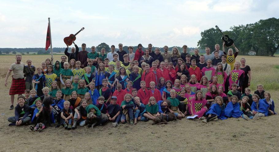Die Kinder und Teamer freuen sich über eine gelungene gemeinsame Woche im Abenteuerferienlager 2019.