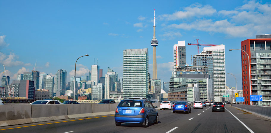 Der Gardiner Expressway verbindet die Innenstadt Torontos mit ihren westlichen Vororten.