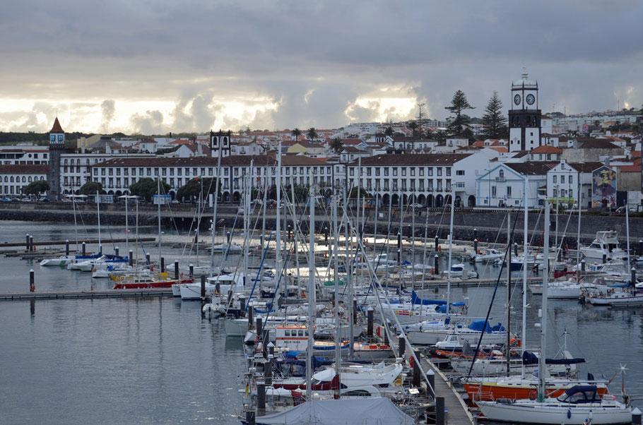 Im Hafen von Ponta Delgada.