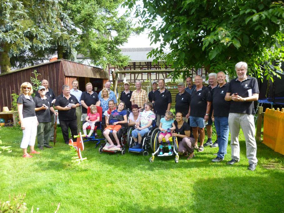 2014 - Gang durchs Dorf - Ständchen im Haus Pumuckel, unser Freund Martin freut sich