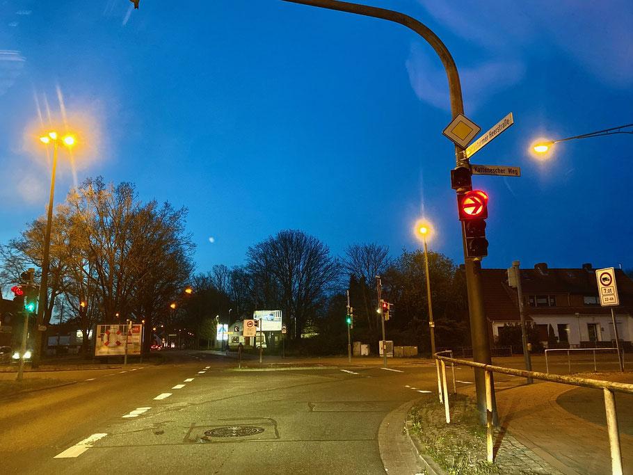 Rechtsabbiegerspur an der Kreuzung Kattenturmer Heerstraße Richtung Kattenescher Weg in Bremen-Kattenesch, Bremen Obervieland (Foto: 04-2020, Jens Schmidt)
