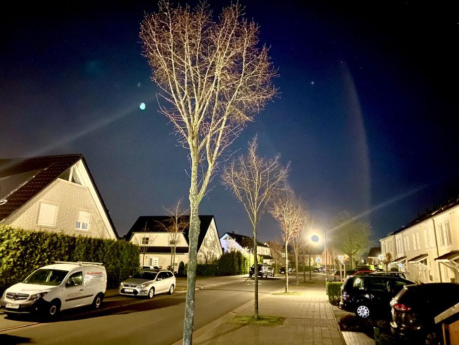 Wohnhäuser in der Sophie-Gallwitz-Straße in Bremen-Kattenturm, Bremen Obervieland, bei Nacht (Foto: 04-2020 Jens Schmidt)