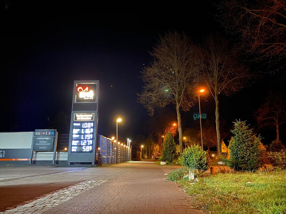 BMÖ-Tankstelle in Bremen-Kattenturm, Arsterdamm - Nachtaufnahme in Bremen Obervieland (Foto: 04-2020, Jens Schmidt)
