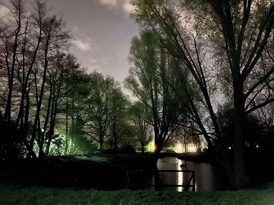 Nachtaufnahme am Bunnsackerfleet in Bremen-Habenhausen, Bremen Obervieland (Foto: 04-2020, Jens Schmidt)