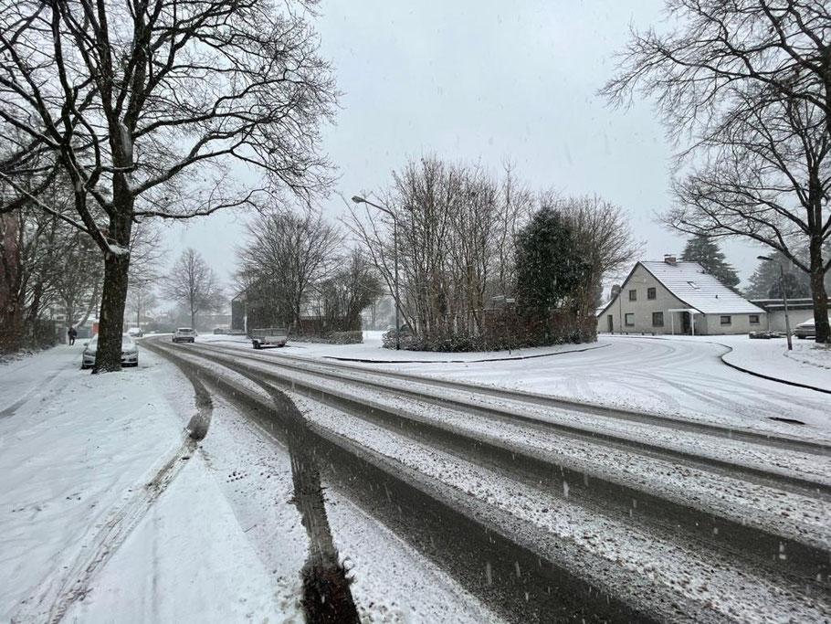 Die Robert-Koch-Straße in Bremen-Kattenturm im Januar 2021 (Foto: 01-2021, Jens Schmidt)