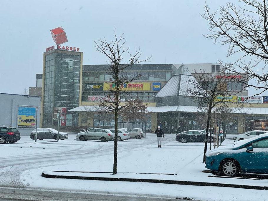 Winter 2021: Das Werder Karree in Bremen-Habenhausen, in dem die meisten Läden wegen der Corona Pandemie geschossen sind (Foto: 01-2021, Jens Schmidt)
