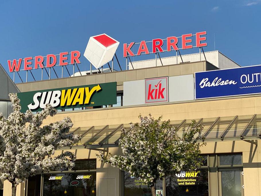 Das Werder-Karree mit umliegenden Ladengeschäften und Restaurants in Bremen-Habenhausen