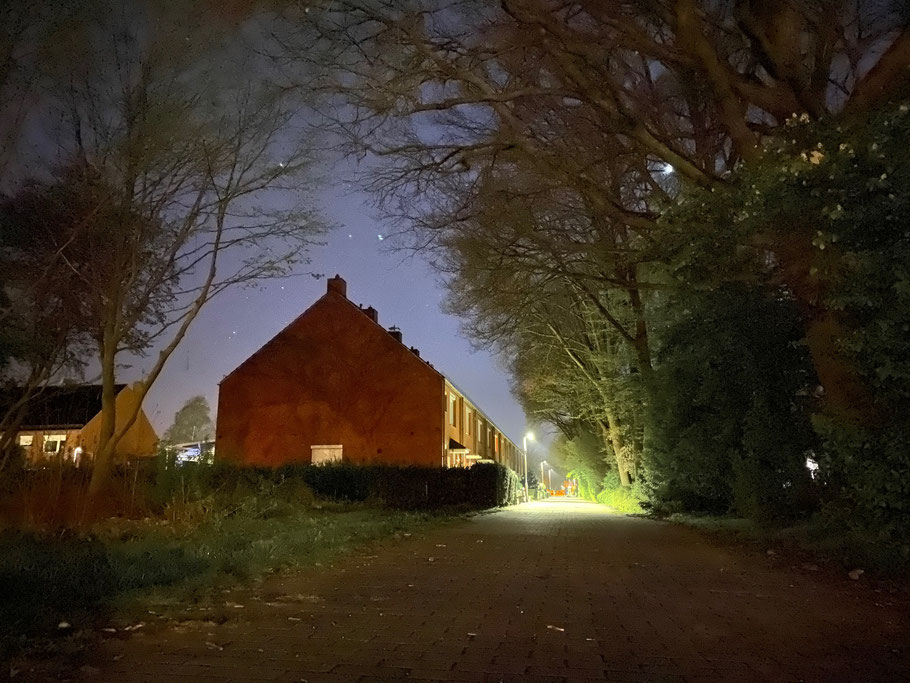 Nachtaufnahme: Blick von der Brücke an der Albert-Schweitzer-Straße in Richtung Wischmannstraße in Bremen-Kattenesch, Bremen Obervieland (Foto: 04-2020, Jens Schmidt)