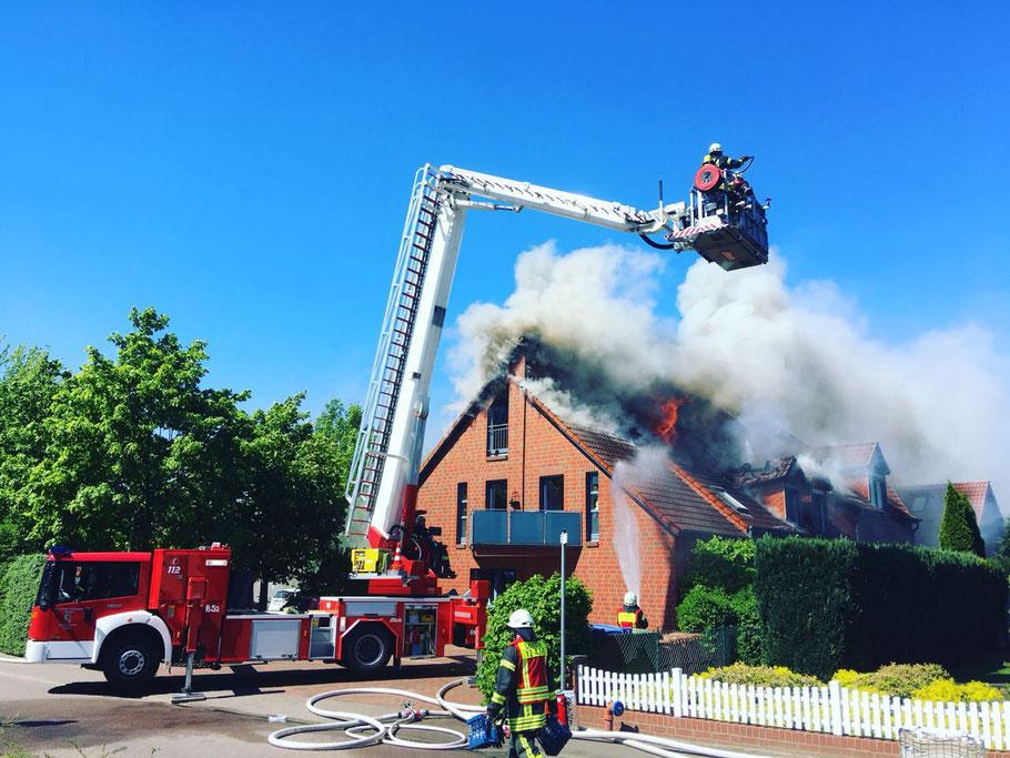 07.05.2018 - Brand eines Mehrfamilienhauses in Weyhe Leeste | Foto: ©photoka