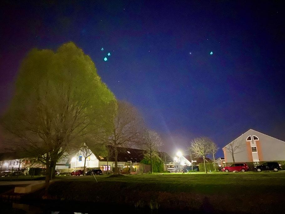 Nachtblick in die Elisabeth-Forck-Straße in Bremen-Arsten, Bremen Obervieland (Foto: 04-2020, Jens Schmidt)