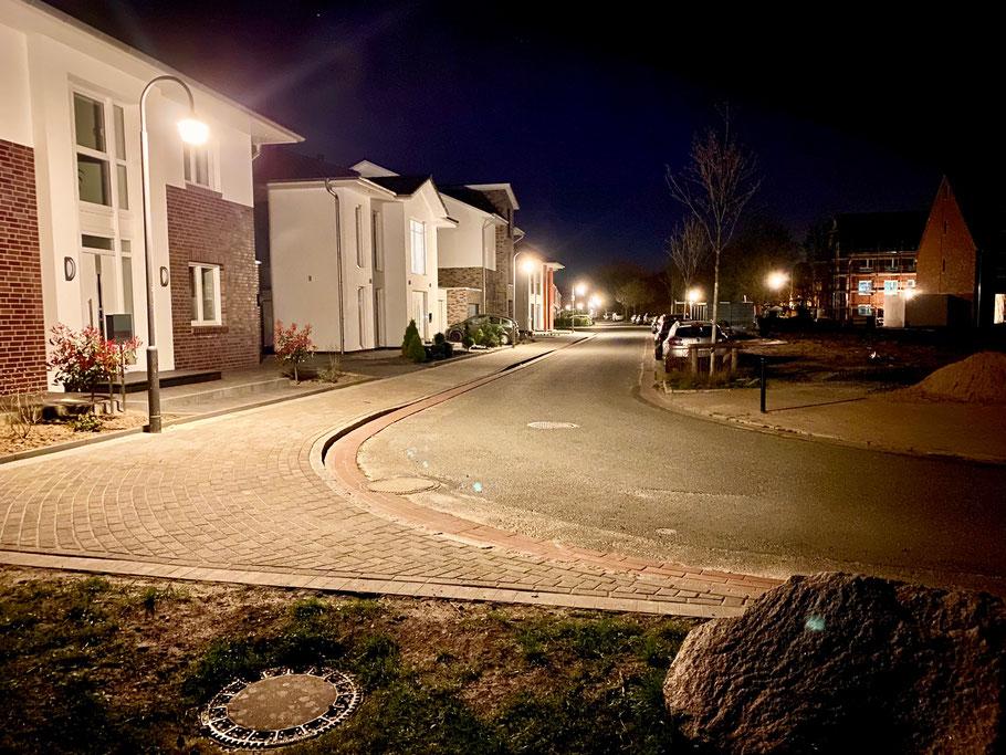 Einfamilienhäuser in der Hermann-Lange-Straße in Bremen-Arsten, Bremen-Obervieland, bei Nacht (Foto: 04-2020, Jens Schmidt)