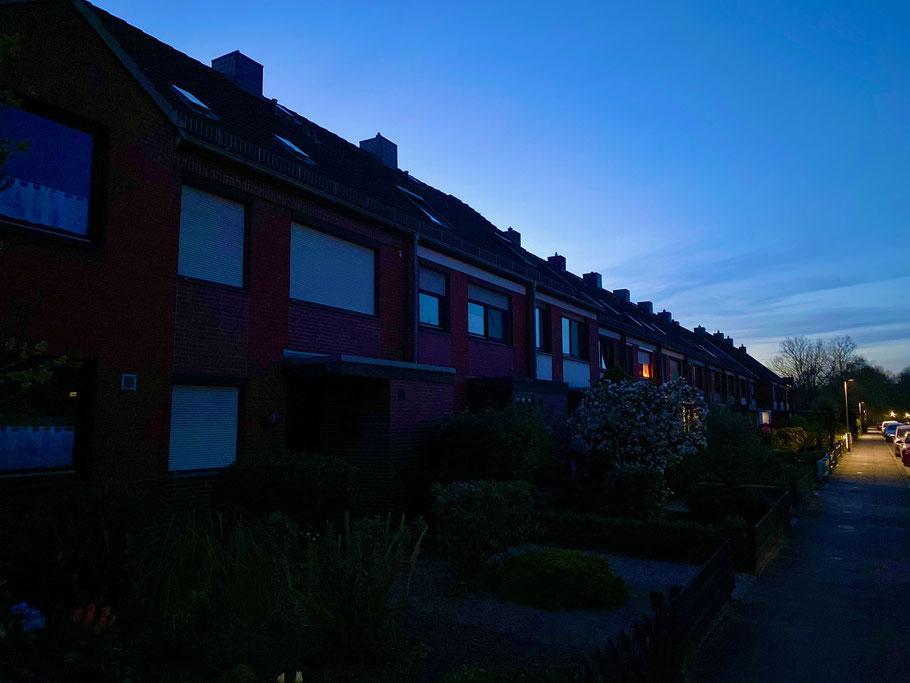 Nachtruhe in der Wischmannstraße in Bremen-Kattenesch, Bremen Obervieland (Foto 04-2020, Jens Schmidt)