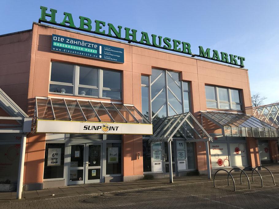 Die Ladenzeile Habenhauser Markt (Steinsetzerstraße) in Bremen-Habenhausen