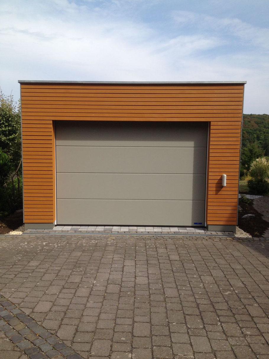 Holzrahmenbau-Garage Mit Rhombusschalung