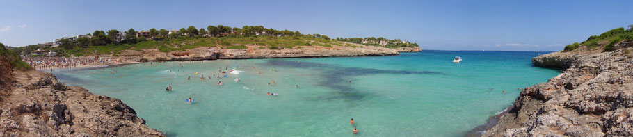 http://upload.wikimedia.org/wikipedia/commons/a/af/Mallorca_Cala_Mandia_bei_Portocristo_Aug08.jpg