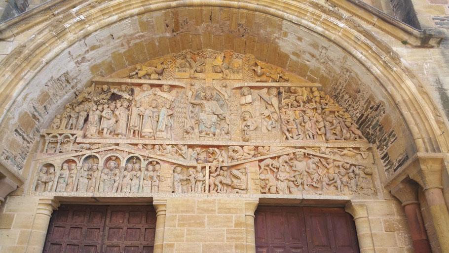 Das Portal über dem Haupteingang der Kathedrale in Conques