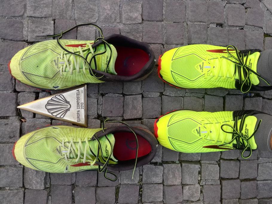 Nach gut 1500 km wechsle die Schuhe die mir meine Claudia auf Poste Restante in Saint-Jean geschickt hat und die seit einer Woche postlagernd auf mich gewartet haben