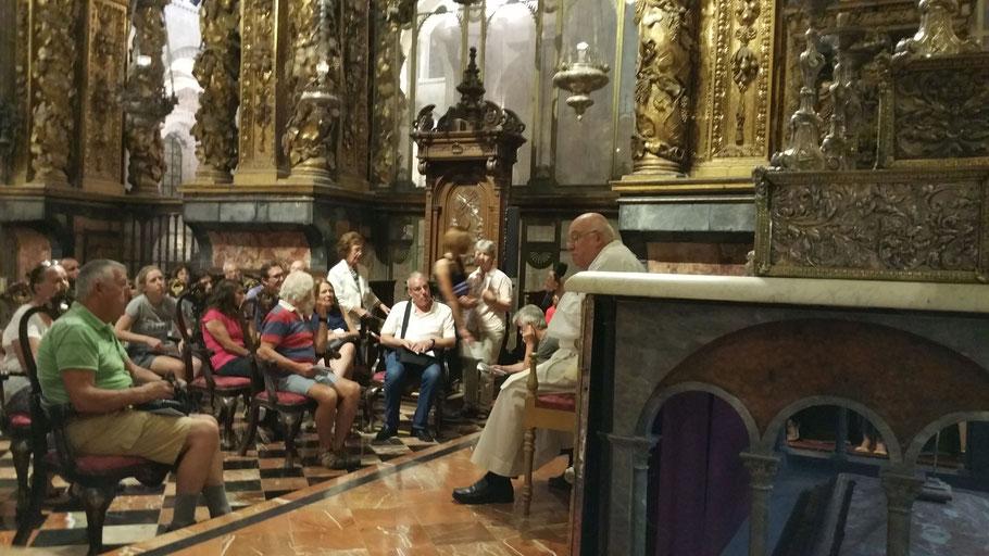 Pilgertreff in der Kathedrale am Hauptaltar