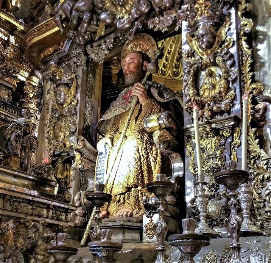 Statue vom Heiligen Jakobus am Hauptaltar