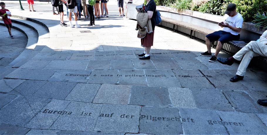 """Kurz vor dem Ziel lese ich: """"Europa ist auf der Pilgerschaft geboren""""! ... (Johann Wolfgang von Goethe) ... noch nur 1 km!"""