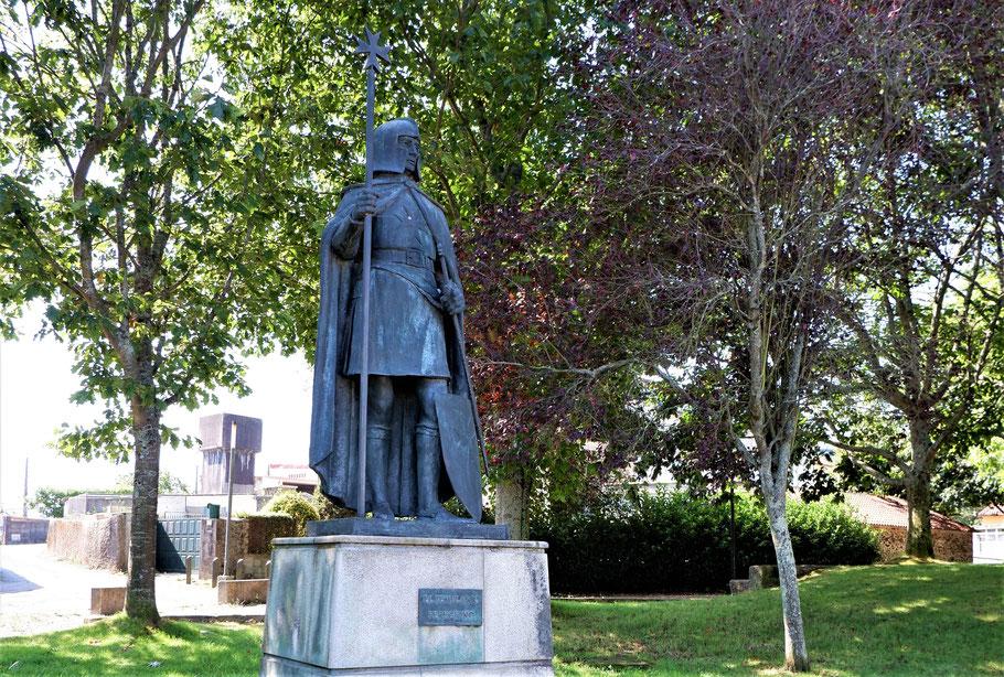 Ein Templer Denkmal am Toren von Santiago. Die Templer waren die einzige Bschützer vom ersten Pilger.