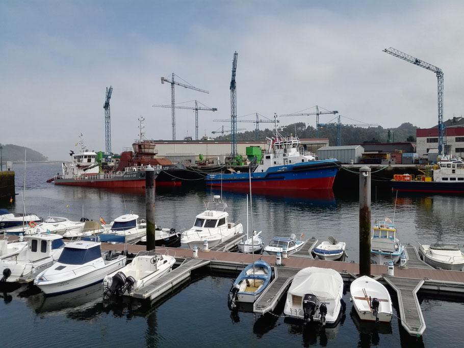 Hafen von Navia