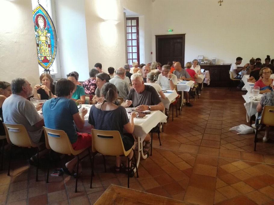 Gemeinsames Abendessen im Kloster