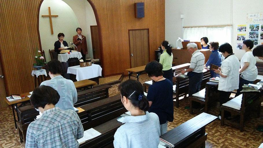 2016年6月26日(日)は東中国教区講壇交換を行い、旭東教会からは鳥取市の湖山教会に森牧師が参りました。記事をお楽しみ下さい。写真もClickしてどうぞ!湖山教会の礼拝中の様子です。会員さんがiPadで撮影して下さったもの。
